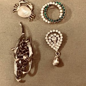 Brooches 4 pieces